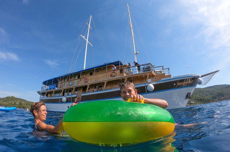 Schiffscharter Kroatien - Badespass