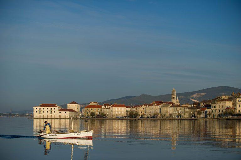 Schiffscharter Kroatien - Küstenstadt